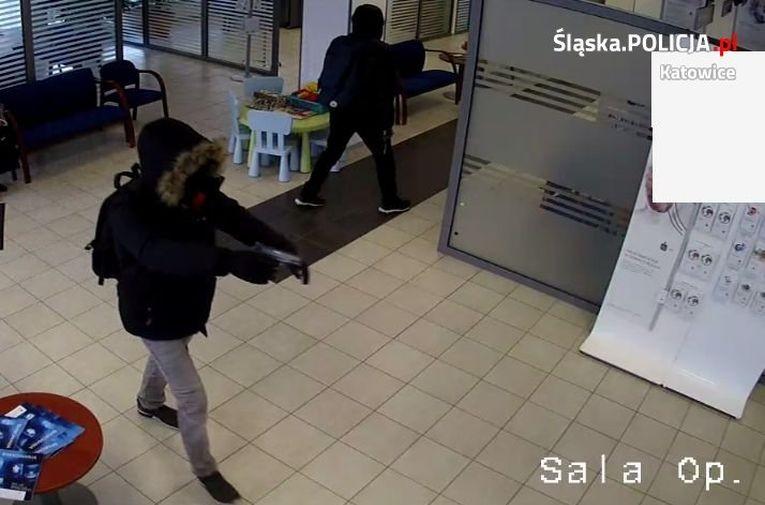 Napadli Na Bank I Uciekli Z Gotówką