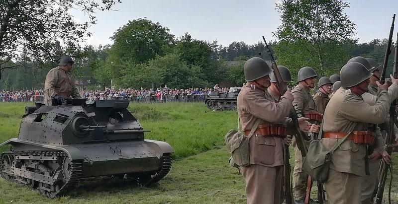 Xv Bitwa Wyrska: Inscenizacja, Przelot Samolotu Casa, Pokaz Sprzętu Wojskowego