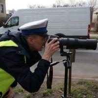 Policjanci korzystają z dodatkowego sprzętu