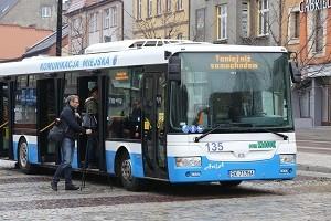 Tańsze przejazdy autobusem, droższe parkowanie
