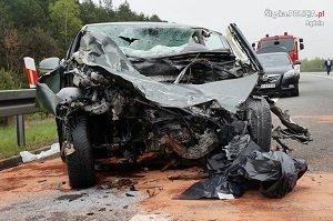 Tragedia na S1. Golf zderzył się z busem