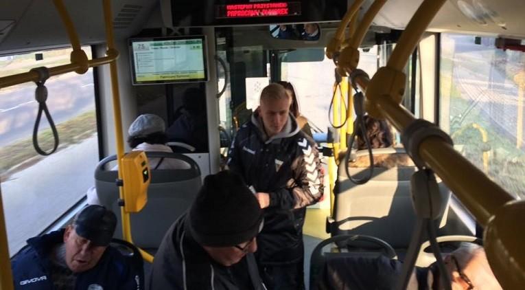 W autobusach zapraszali na mecze