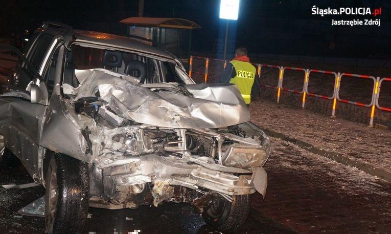 6 osób w szpitalu po wypadku z udziałem osobówek i autobusu