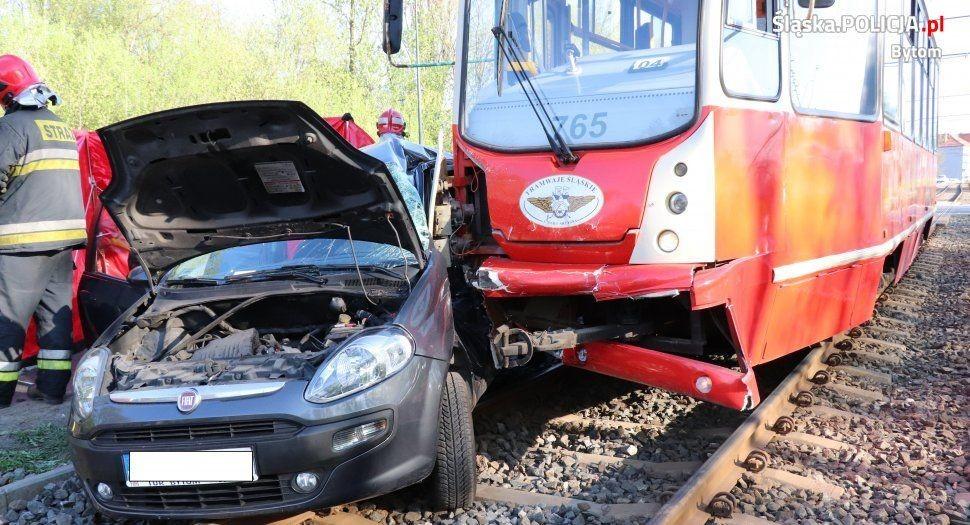Zderzenie Fiata Z Tramwajem: Nie Żyje 1 Osoba